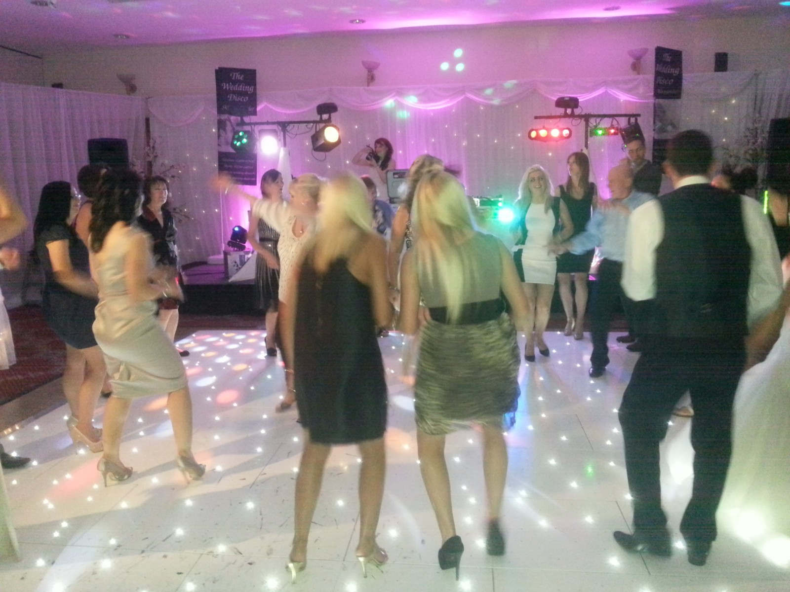 Gallery - crowd shot starlite dance floor the wedding disco -04-25 21.48.38