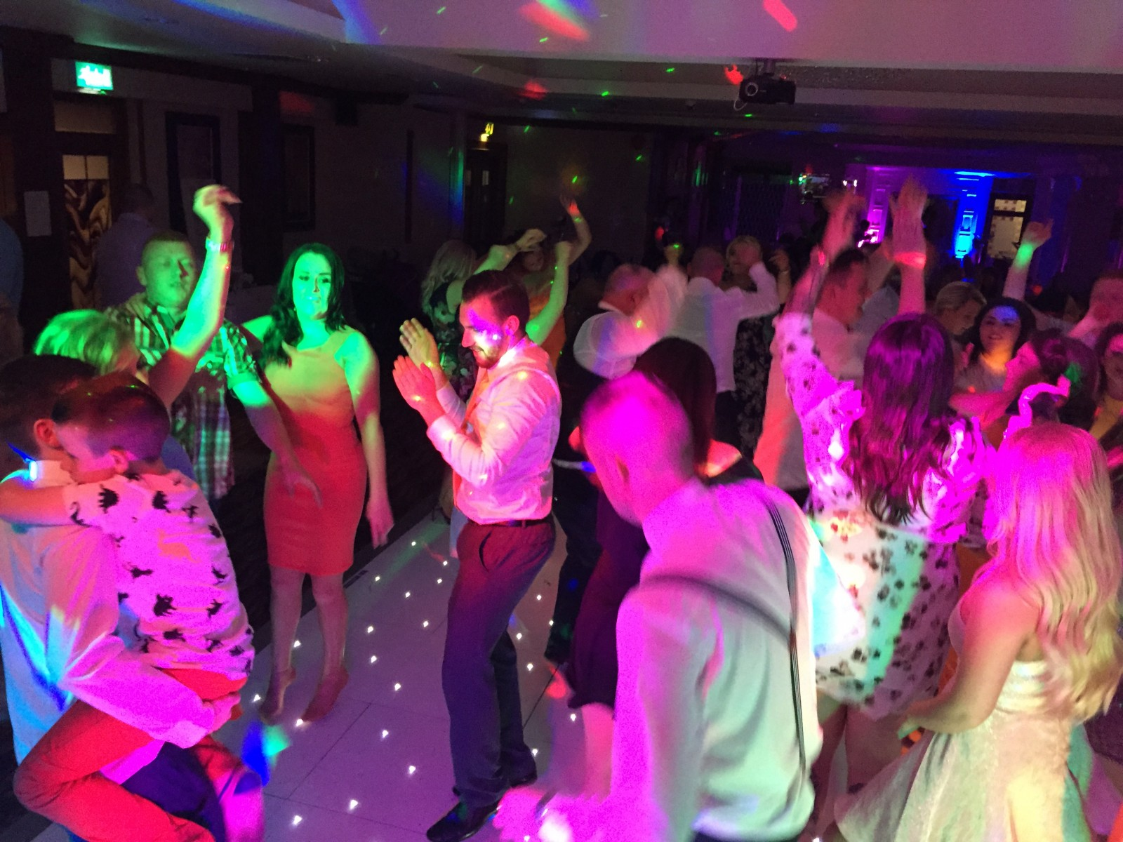 crowd shot ramada hotel the wedding disco 2015-08-09 00.16.21